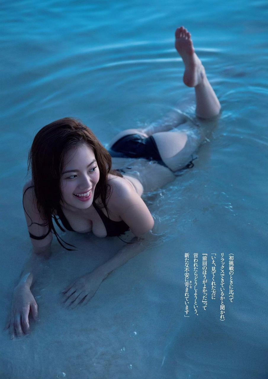 波と遊んでいる伊東紗治子です。