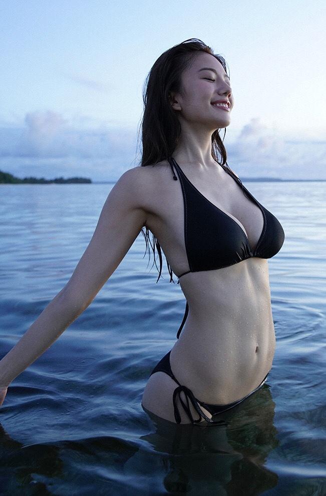 海の中の伊東紗治子です。