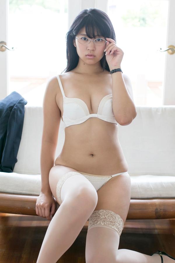 眼鏡をかけている姿が可愛い西崎莉麻の画像♪